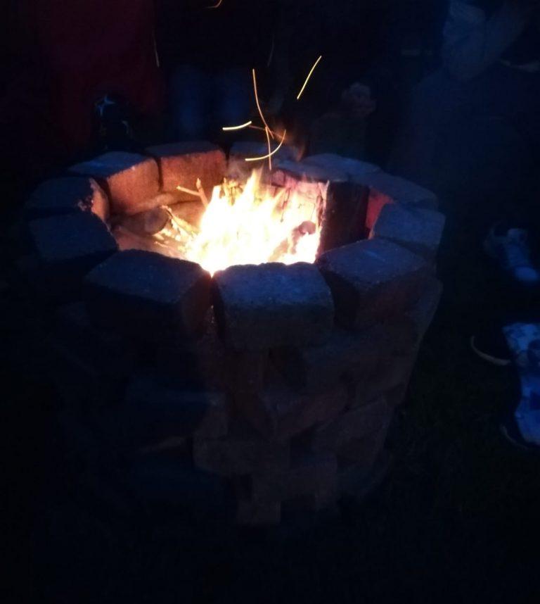 Gemütliche Feuer-Stelle