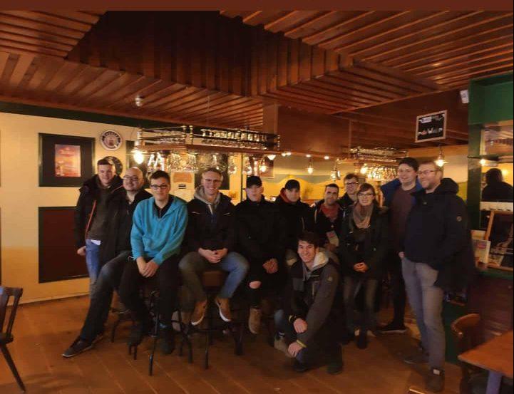 Gruppenbild in der Brauerei