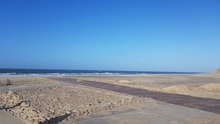 Kurzer Besuch des Strandes auf der Suche nach einem geöffnetem Restaurant.